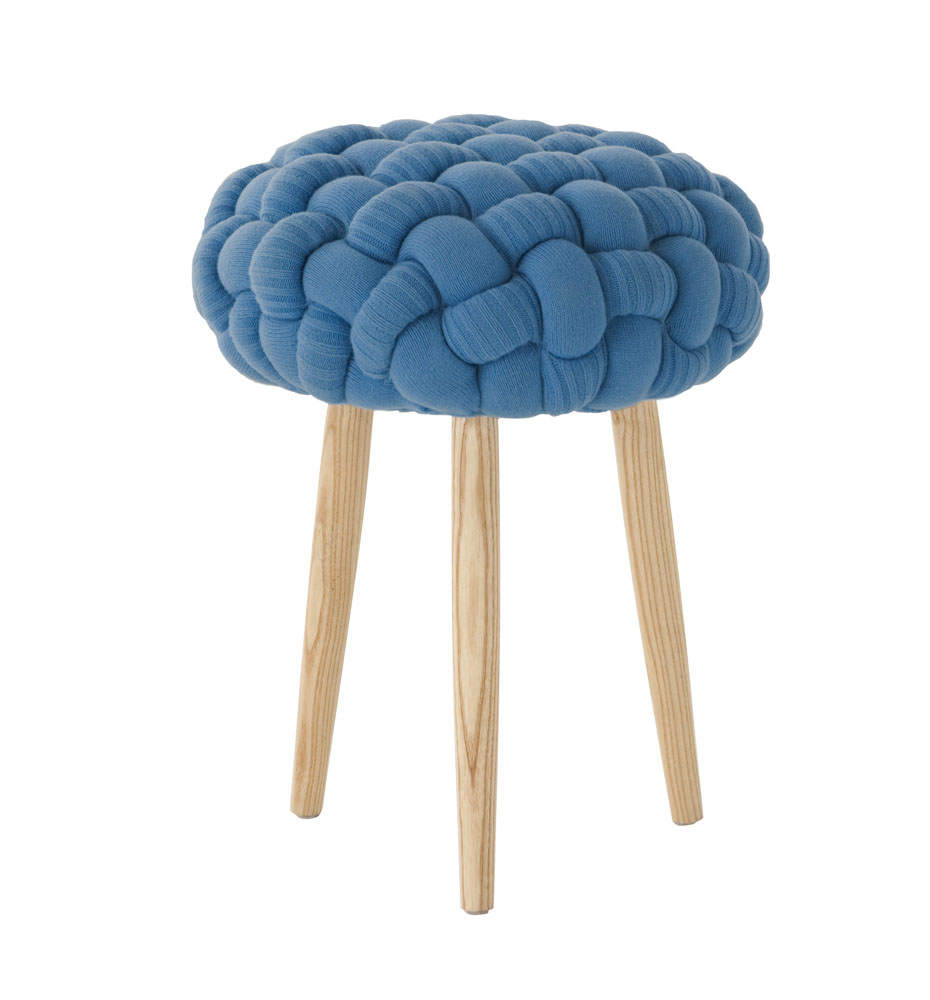 Knitted stools, de Claire-Anne O'Brien
