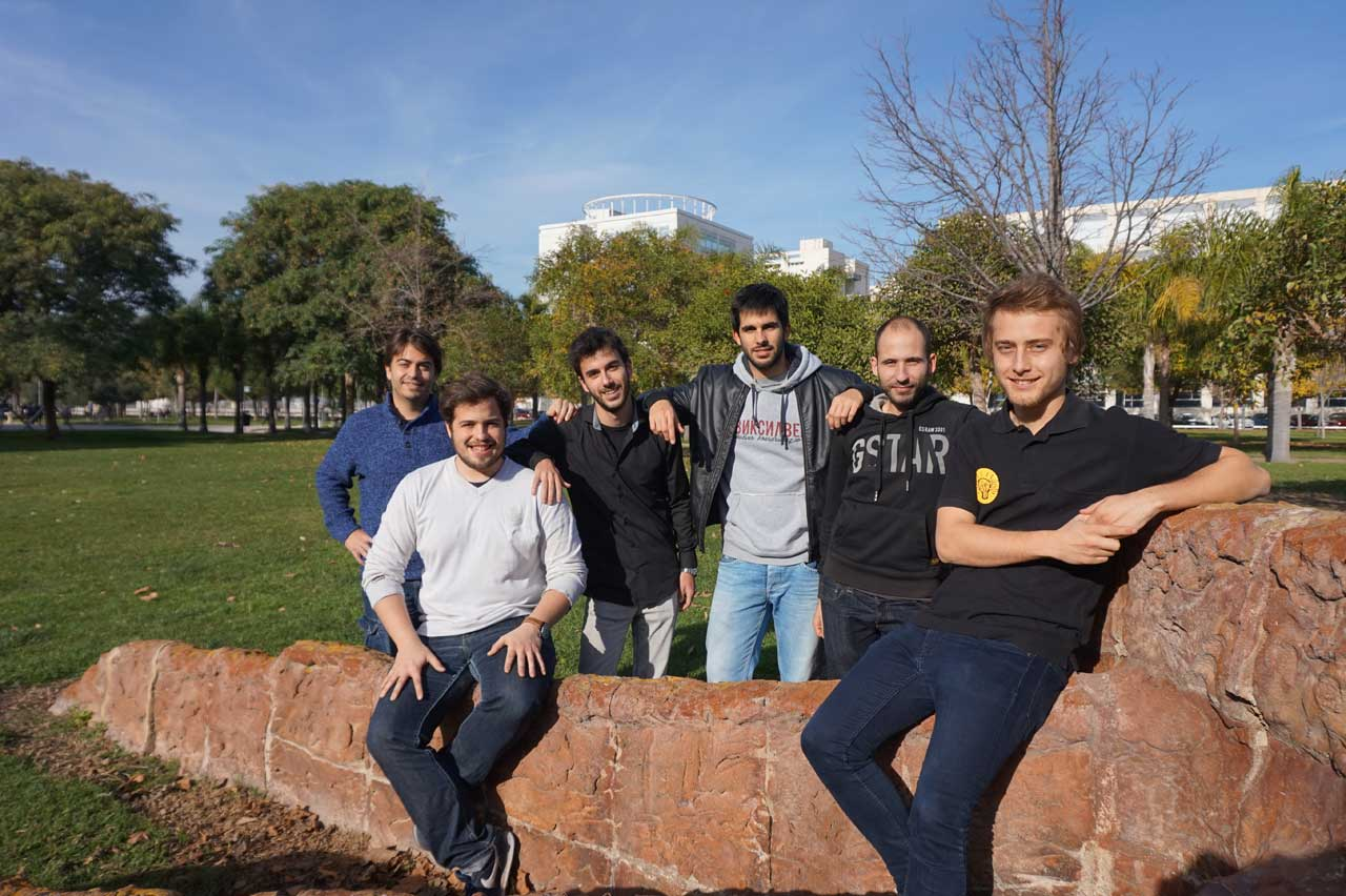 dissenycv.es-designHyperloop-Team-Photo1