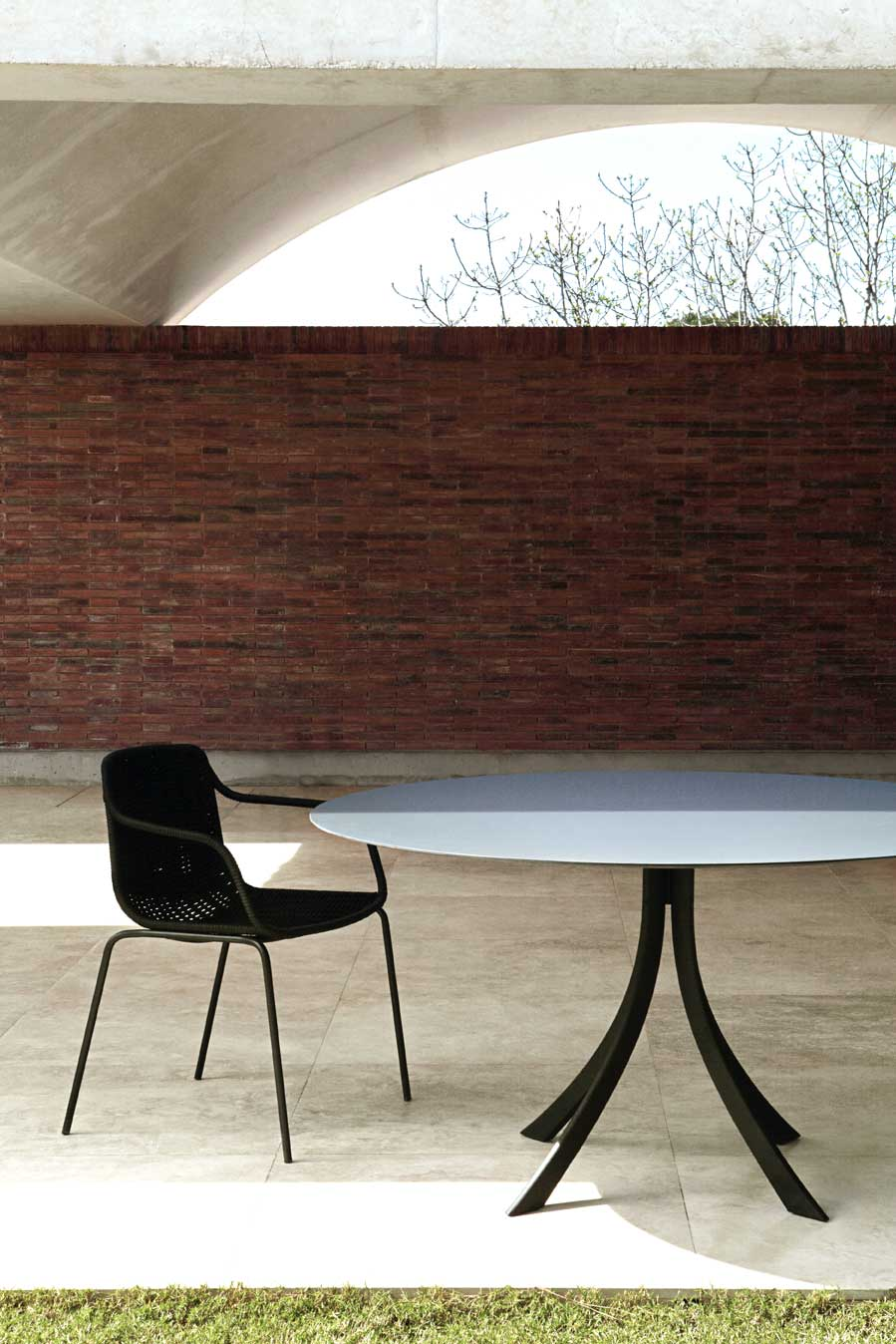 dissenycv.es-expormim-Falcata-dining-table-by-Lievore-Altherr-Molina-01