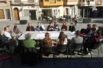 dissenycv.es-04-reuniones-en-la-plaz-del-raval